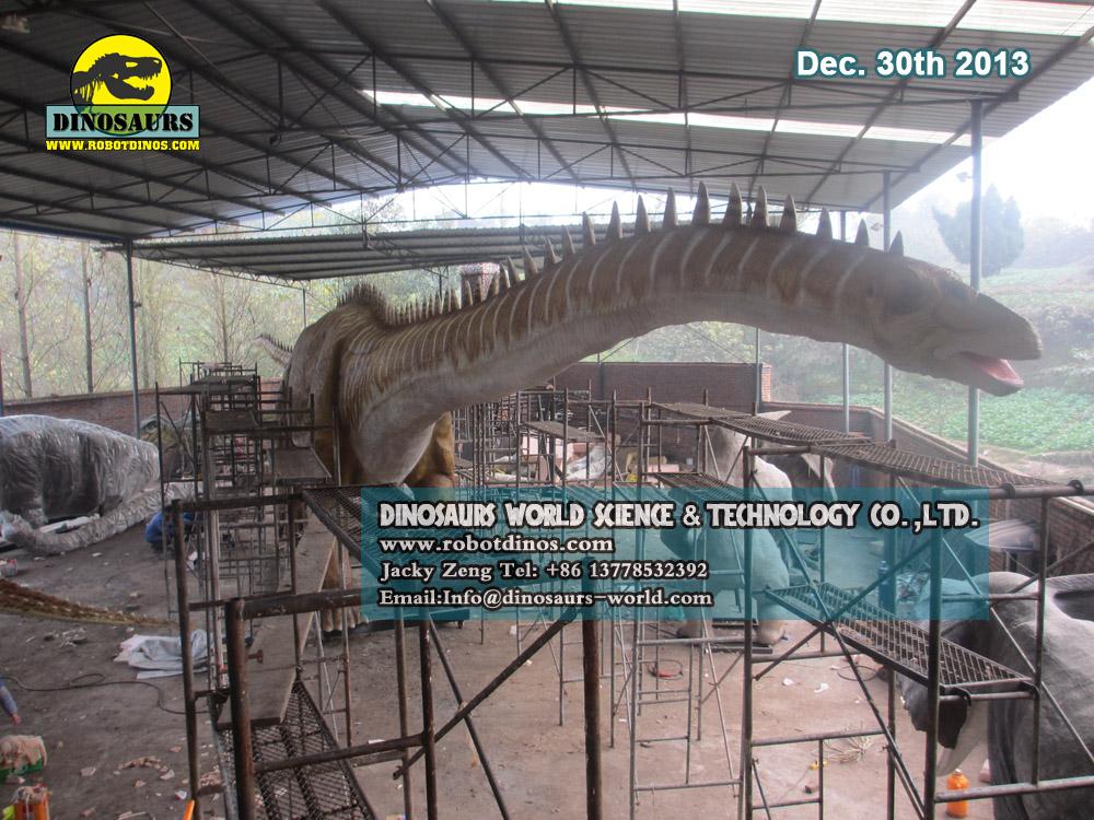 Ogroman mehanički robot dinosaur - tvornica diplomaka