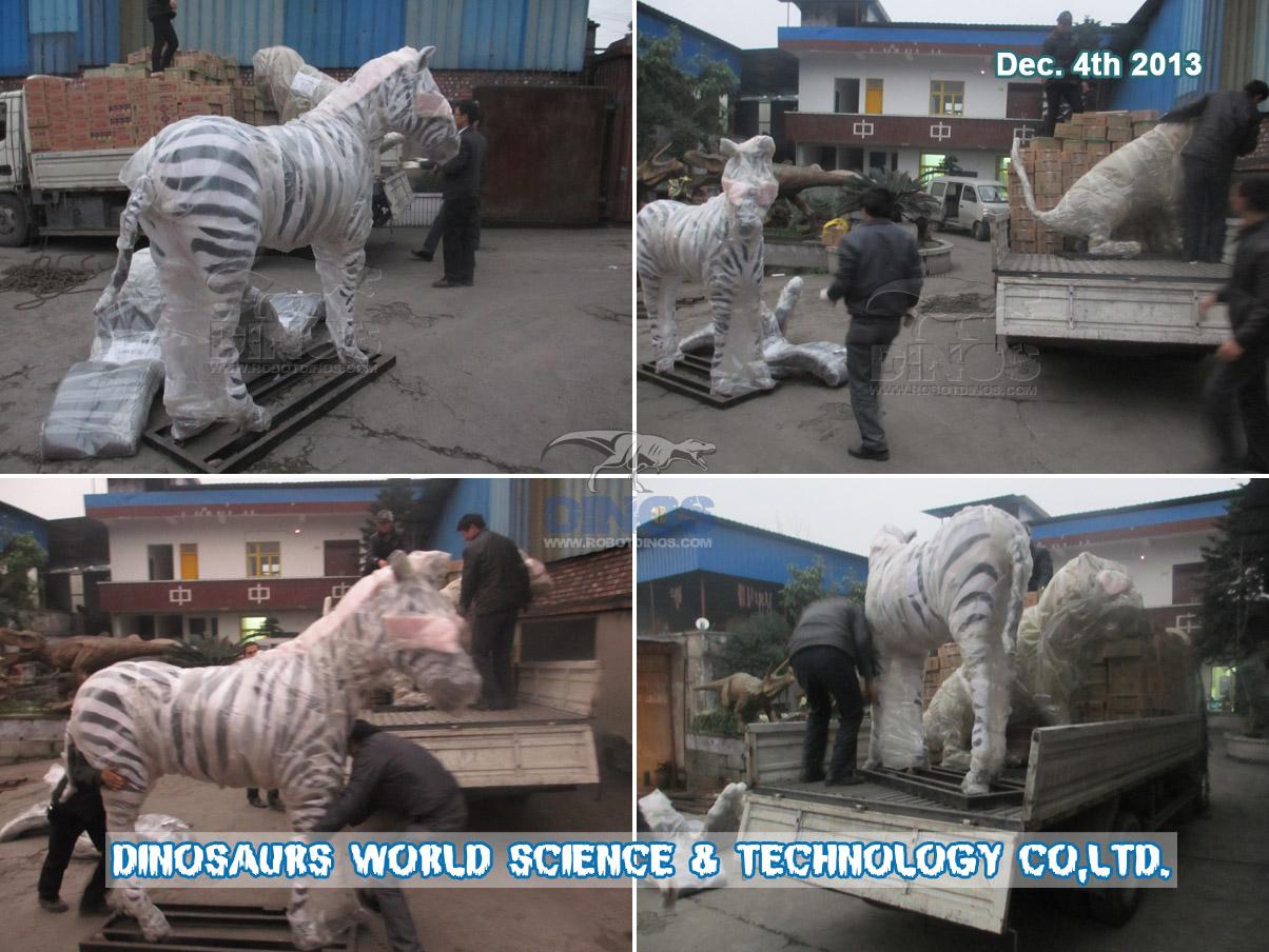 Pakiranje i prijevoz životinja u prirodnoj veličini od tvornice do Nankina, 4. prosinca 2013