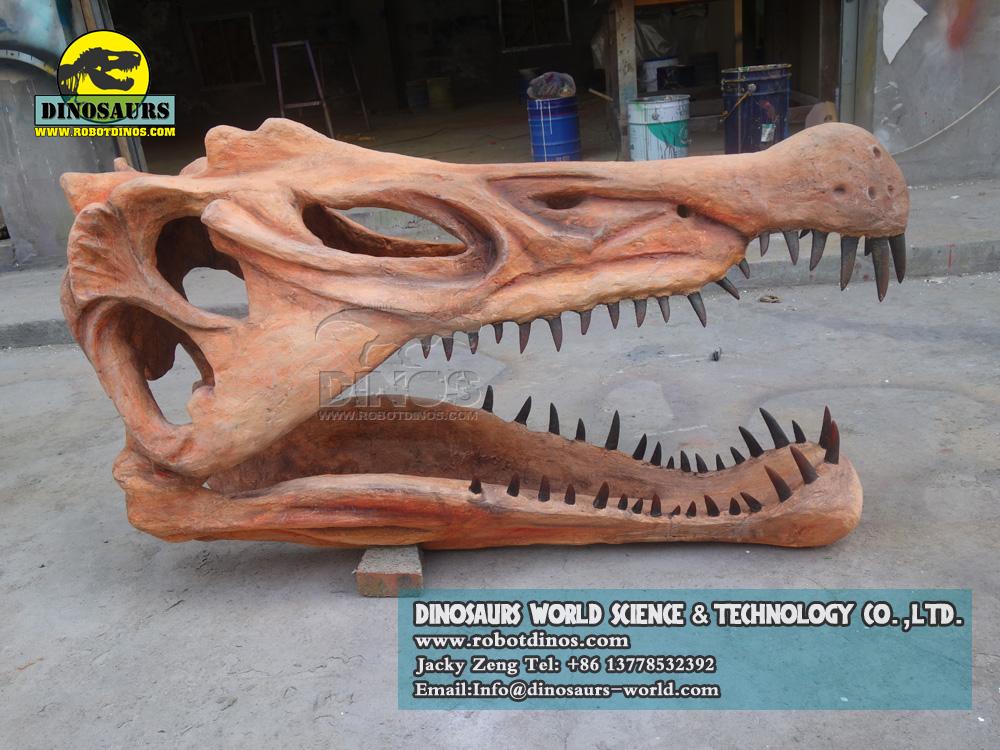 Fosilna replika dinosaura spinosaura