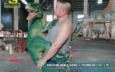 DWH003 Prodaje se ručna lutka od dinosaura Velociraptor
